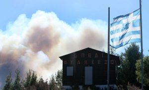 Υπό έλεγχο η φωτιά στη Χαλκιδική – Κλειστά και σήμερα τα σχολεία στη Σάρτη