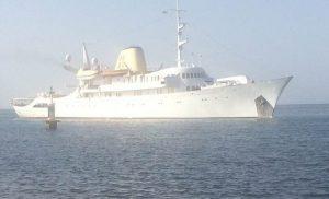 H θαλαμηγός του Ωνάση στο λιμάνι του Μεσολογγίου (φωτο)