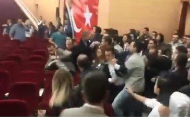 Απίστευτο: Δικηγόροι παίζουν ξύλο για χάρη… του Ερντογάν! [BINTEO]