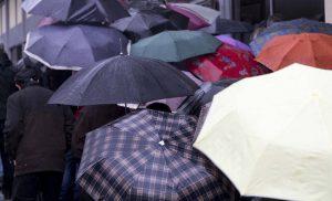 καιρός Βροχές, καταιγίδες και κρύο την Παρασκευή
