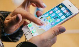 Ολο το Ιντερνετ έχει τρελαθεί με αυτό το άγνωστο τρικ στα iPhones, που μόλις ανακάλυψαν
