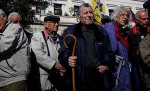 «Καταιγίδα» αιτήσεων από συνταξιούχους για τα αναδρομικά: Ξεπέρασαν τις 350.000