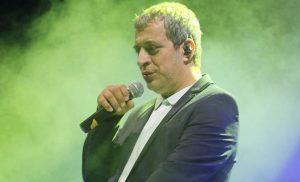 Τραγουδιστής τα «χώνει άγρια» στον Θέμη Αδαμαντίδη