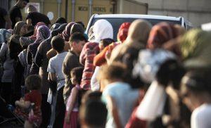 Μεταφέρουν στον Πειραιά 400 πρόσφυγες από τα νησιά