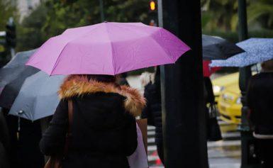 Καιρός: Βροχές και καταιγίδες την Παρασκευή – Πού θα χρειαστείτε ομπρέλα