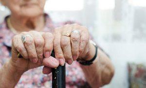 Θύμα απατεώνων ηλικιωμένη που της άρπαξαν 700 ευρώ