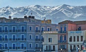 Χανιά: Απολαύστε το Παλιό Λιμάνι με φόντο τις χιονισμένες Μαδάρες (pics)