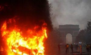 Έκτακτη σύσκεψη από Μακρόν… Φωτιά στη Γαλλία
