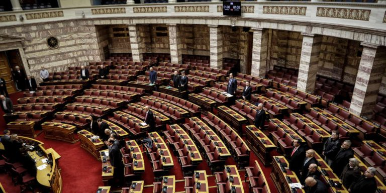 Δε βγαίνουν οι ψήφοι στην Βουλή για αναθεώρηση του άρθρου 16 του Συντάγματος