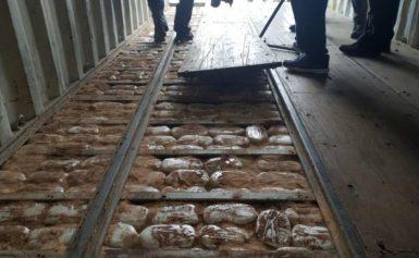Πάνω από 100 εκατομμύρια ευρώ η αξία των ναρκωτικών στο πλοίο της Κρήτης [pics]