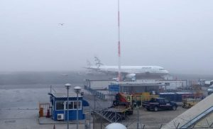 Η πυκνή ομίχλη στο αεροδρόμιο «Μακεδονία» έστειλε πτήσεις σε Καβάλα και Αθήνα