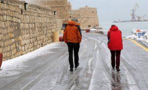 Καιρός: Οι βροχές «έπνιξαν» την Κρήτη – Τα ορμητικά νερά παρέσυραν οδηγό