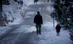 Καιρός: Ο «Φοίβος» φέρνει χιόνια στη Θεσσαλονίκη – Αυξημένη η αφρικανική σκόνη στην Αττική