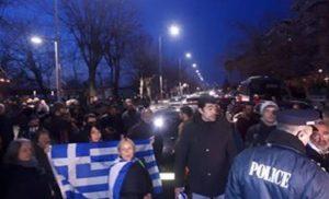 Θεσσαλονίκη: Eεπεισόδια με αφορμή την παρουσία του ΠτΔ σε εκδήλωση για το ολοκαύτωμα των Εβραίων.. BINTEO
