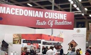 Οι Σκοπιανοί προπαγανδίζουν την «μακεδονική» κουζίνα στο Βερολίνο και κλέβουν τον μουσακά: «Είναι δικό μας φαγητό»