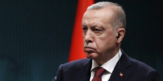 Ερντογάν… τραγουδώντας: «Θα ρίξω τους Έλληνες στη θάλασσα» (vid)