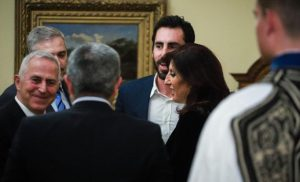 Ορκίζεται ο Αποστολάκης ως νέος υπουργός Εθνικής Άμυνας