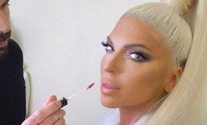 «Ροζ» αποκαλύψεις χωρίς τέλος: Ο Βράνιες έβγαλε στη φόρα γυμνές φωτογραφίες και sms της Καρλέουσα