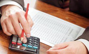 Μπαράζ αυξήσεων στις εισφορές: Επιβαρύνσεις για 80% των ελευθέρων επαγγελματιών