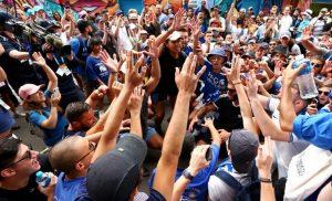 Μελβούρνη: Έμειναν έξω από το γήπεδο οι Έλληνες – Συνθήματα και τραγούδια για Τσιτσιπά, Μακεδονία