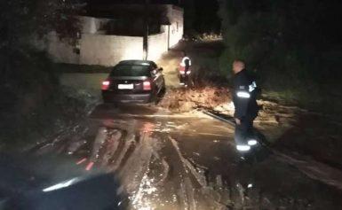 Συναγερμός στην Κω: Ξεχείλισαν τα ποτάμια και αποκλείστηκαν δρόμοι! [βίντεο]
