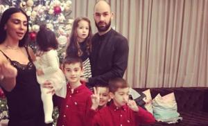 Οικογένεια Σπανούλη: «Αγώνας» για μία πρωτοχρονιάτικη φωτογραφία