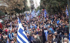 Στο Σύνταγμα οι Έλληνες είπαν «όχι» στην Συμφωνία των Πρεσπών παρά τα χημικά της ΕΛΑΣ