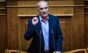 Πρωτοφανή σκηνικά στη Βουλή: Η κυβέρνηση-«κουρελού» ευτελίζει κάθε διαδικασία