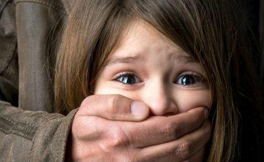 Το 80-85% των πράξεων σεξουαλικής κακοποίησης στα παιδιά είναι από κάποιον που γνωρίζει καλά το θύμα.