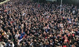 Αλβανία: Να πάρει τα όπλα ο λαός ζήτησε η αντιπολίτευση – Εκλιπαρεί Γερμανία-ΕΕ για βοήθεια ο Ράμα (vid)