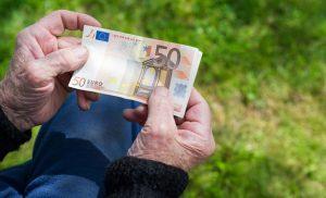 Οι τυχεροί και οι άτυχοι των αναδρομικών – Ποιοι συνταξιούχοι μπορούν να τα διεκδικήσουν