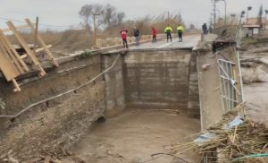 Κρήτη: Ο στρατός ρίχνει γέφυρες στους εγκλωβισμένους – Δραματικές έρευνες για τον αγνοούμενο κτηνοτρόφο!