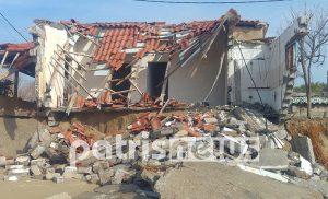 «Εξαφανίζονται» σπίτια στην παραλία της Σπιάτζας (pics)