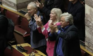 Και με τους ΑΝΕΛ και με τον ΣΥΡΙΖΑ -Ευτελίζουν τη Βουλή οι δύο βουλευτές