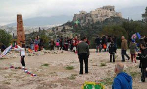 Στον λόφο του Φιλοπάππου γιορτάζουν τα Κούλουμα οι Αθηναίοι