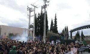Οι μαθητές απαντούν στον Γαβρόγλου: Εμείς πειραματόζωα της κυβέρνησης δεν θα γίνουμε