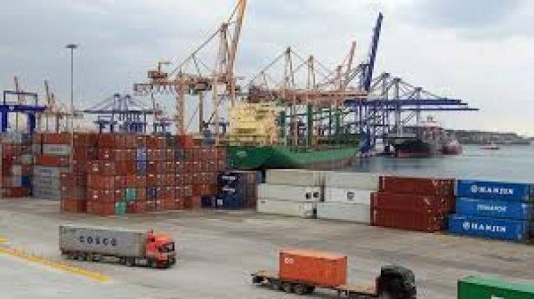 Στο λιμάνι του Πειραιά η μεγαλύτερη διακίνηση κοντέινερ στη Μεσόγειο