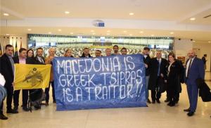 Eυρωβουλευτής Συναδινός:Ύψωσε πανό κατά των Πρεσπών και του Τσίπρα στην Ευρωβουλή
