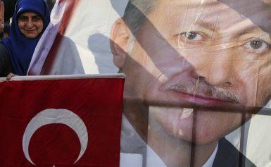 Ερντογάν: Τα «βάζει» με τη Δύση για το «χαστούκι» των εκλογών – Στα χέρια του οι S-400