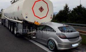 Τρομακτικό τροχαίο στη Φθιώτιδα -Αυτοκίνητο «καρφώθηκε» σε βυτιοφόρο [εικόνα]