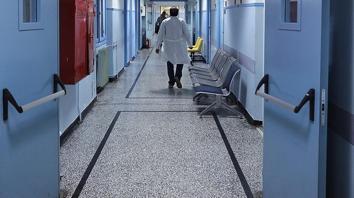 Σε «ελεύθερη πτώση» το ΕΣΥ: Ελλείψεις προσωπικού, επισφαλή χειρουργεία, τεράστιες λίστες αναμονής
