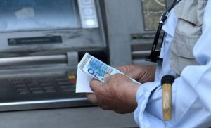 Μπαράζ πληρωμών την Παρασκευή – Ποιοι θα δουν χρήματα στους λογαριασμούς τους