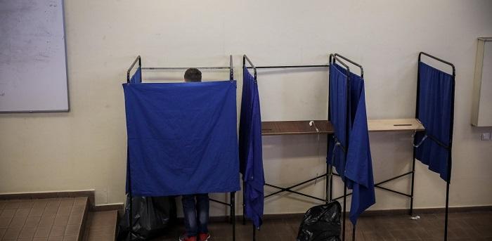 Μεγάλα ποσοστά αποχής: Περίπου ένας στους δύο Αθηναίους δεν ψήφισε (vid)