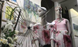 Γυαλιά καρφιά στο κέντρο της Αθήνας για τον Κουφοντίνα