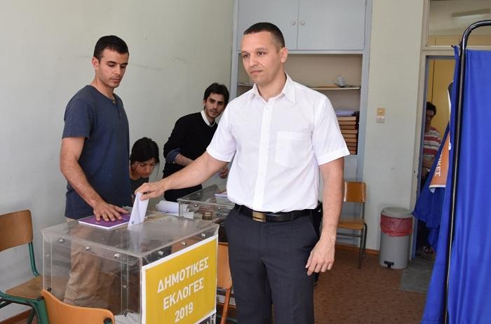 «Σήμερα ανατέλλει μία Ελληνική Αυγή για την Αθήνα!»: Ψήφισε ο Ηλίας Κασιδιάρης – ΒΙΝΤΕΟ