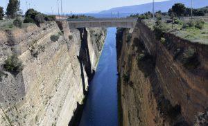 Bουτιά θανάτου από τη γέφυρα του Ισθμού έκανε 35χρονη γυναίκα