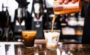 Παρά τις εξαγγελίες Τσίπρα: Στον ΦΠΑ 24% παραμένουν καφές, αναψυκτικά και χυμοί