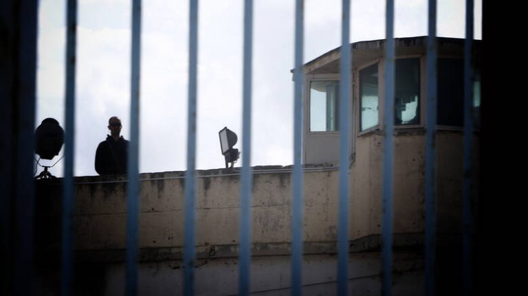 Ντου αστυνομικών σε κελιά του Κορυδαλλού, βρέθηκαν ρόπαλα και μαχαίρια