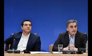 Στην επίθεση ο Τσίπρας Οι παροχές βάζουν φωτιά στην πολιτική αντιπαράθεση