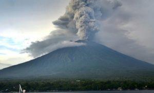 Πανικός στην Ιταλία: Ενεργοποιήθηκε το ηφαίστειο στο νησί Στρόμπολι [βίντεο]